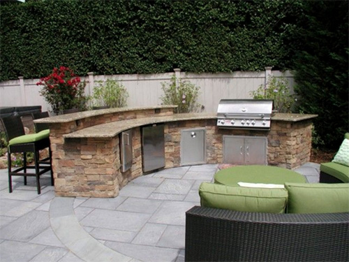 3 Reasons to Add an Outdoor Kitchen to your Backyard!