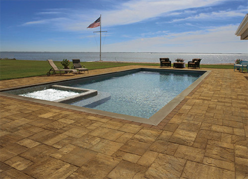 A pavingstone patio makes a big difference!